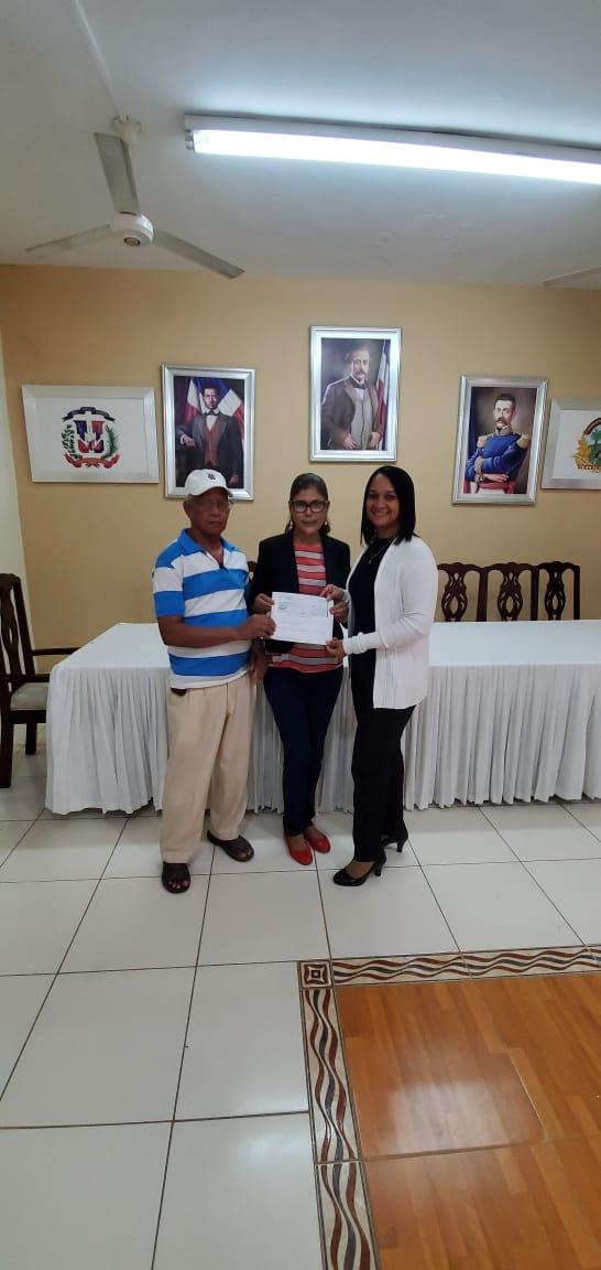 El alcalde Tito Bueno entrega sueldo numero 13.
