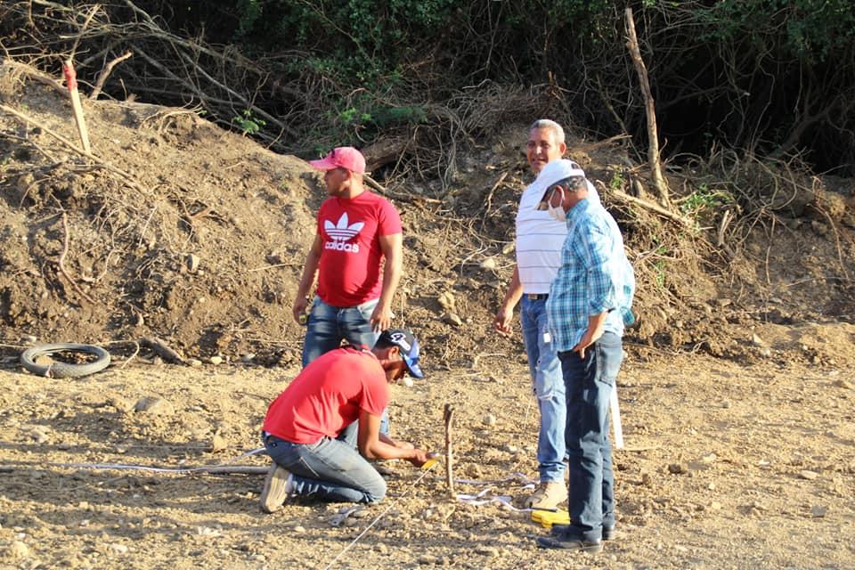 Construcción de cancha en el barrio La Paz.